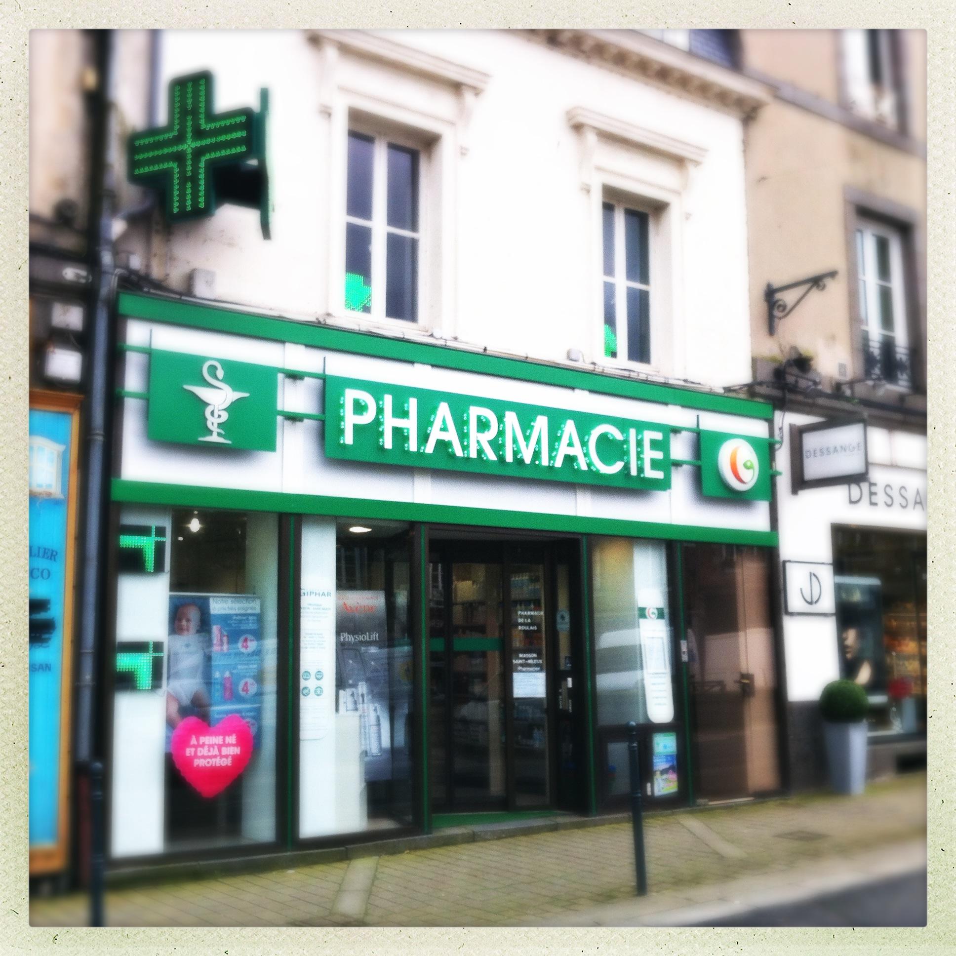 vitrine de la pharmacie de la Roulais